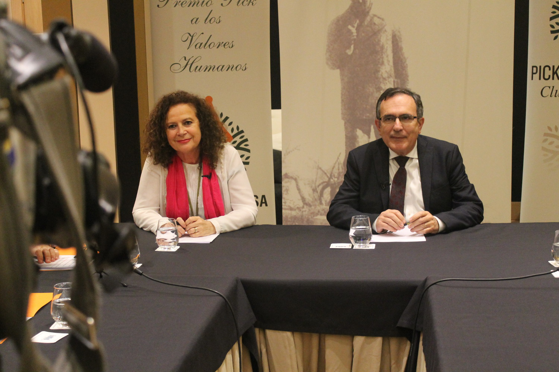 Club Prensa. Alcalde de Torrelavega y alcaldesa de Comillas.