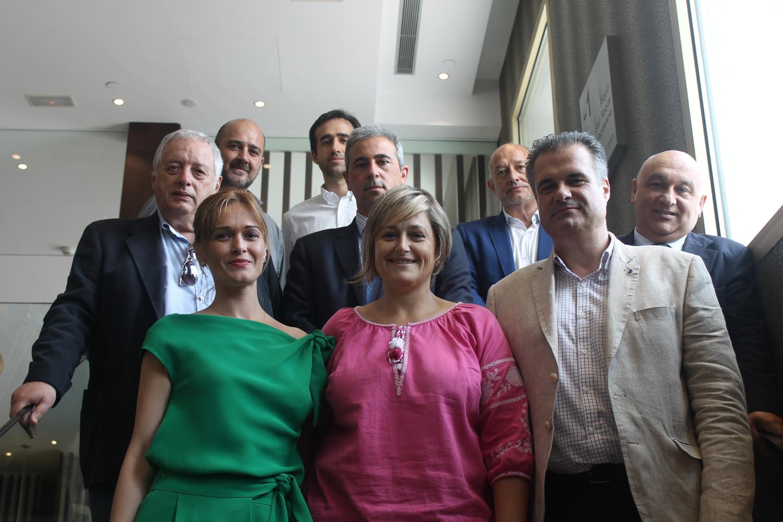 ESTHER BOLADO, ALCALDESA DE CAMARGO, FRANCISCO ORTIZ, ALCALDE DE ASTILLERO Y VERÓNICA SAMPERIO, ALCALDESA DE PIÉLAGOS EN EL CLUB DE PRENSA