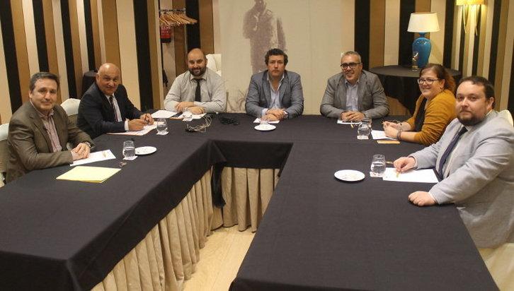 LOS PORTAVOCES DEL PARLAMENTO DE CANTABRIA PASAN POR EL CLUB PARA HABLAR DE CATALUÑA
